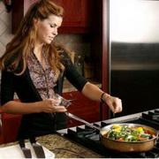 Как научиться девушке готовить