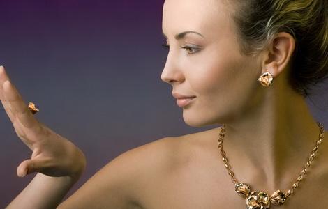 серьги золотые конго с камнями